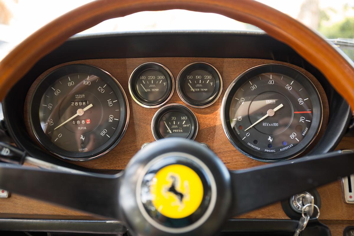 1969-Ferrari-365-22-7-steering wheel