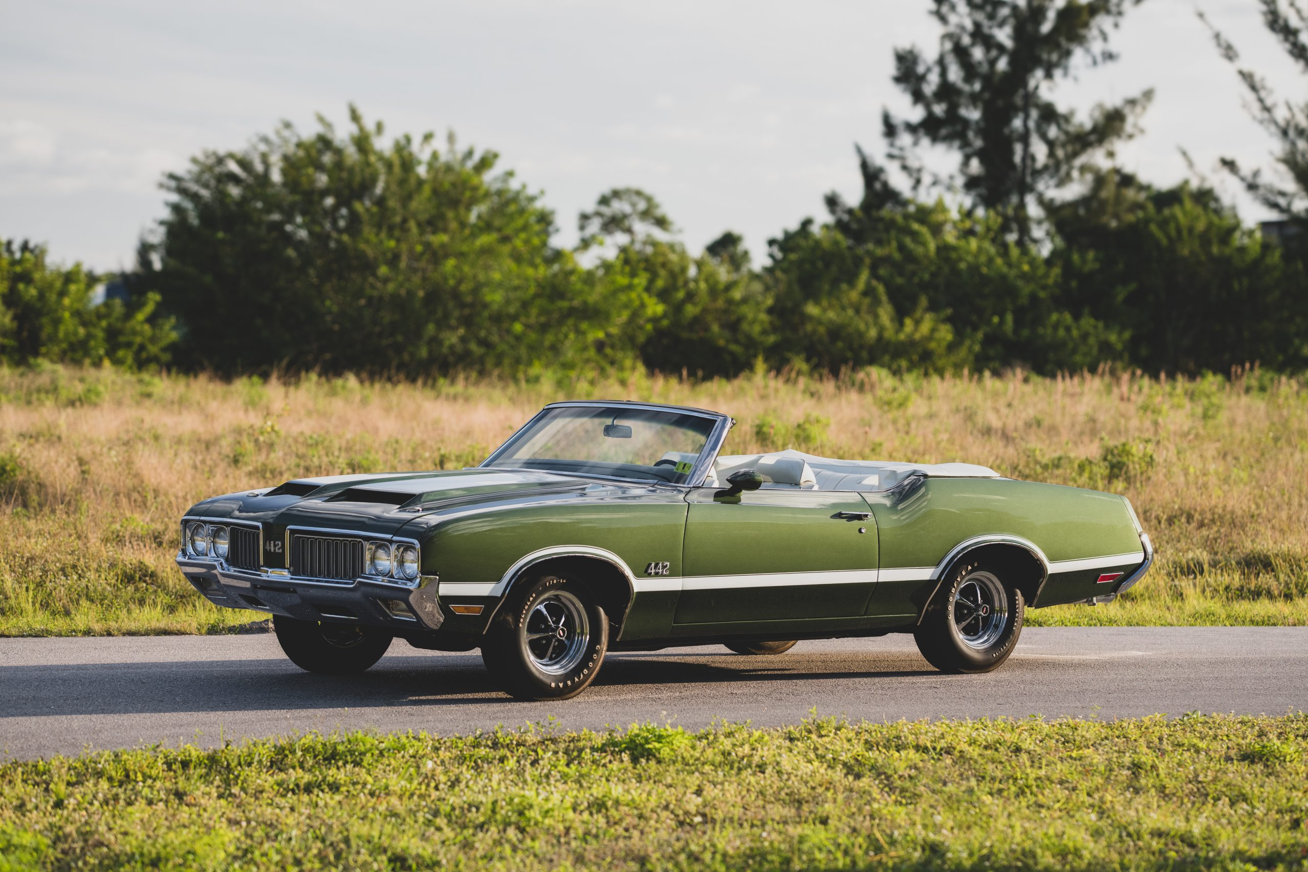 1970 Oldsmobile 442 Convertible Front Three-Quarter
