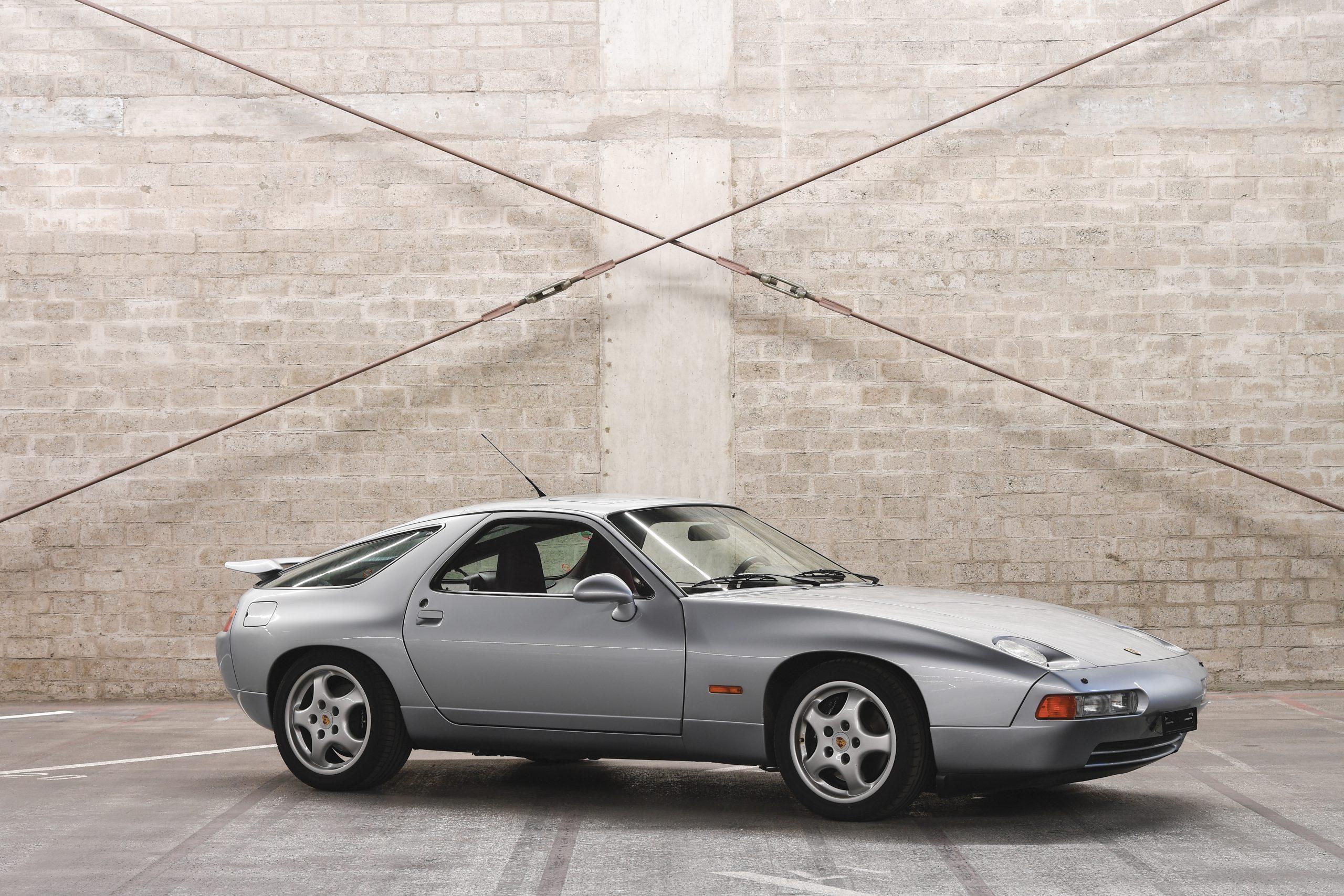 1992 Porsche 928 GTS Front Three-Quarter