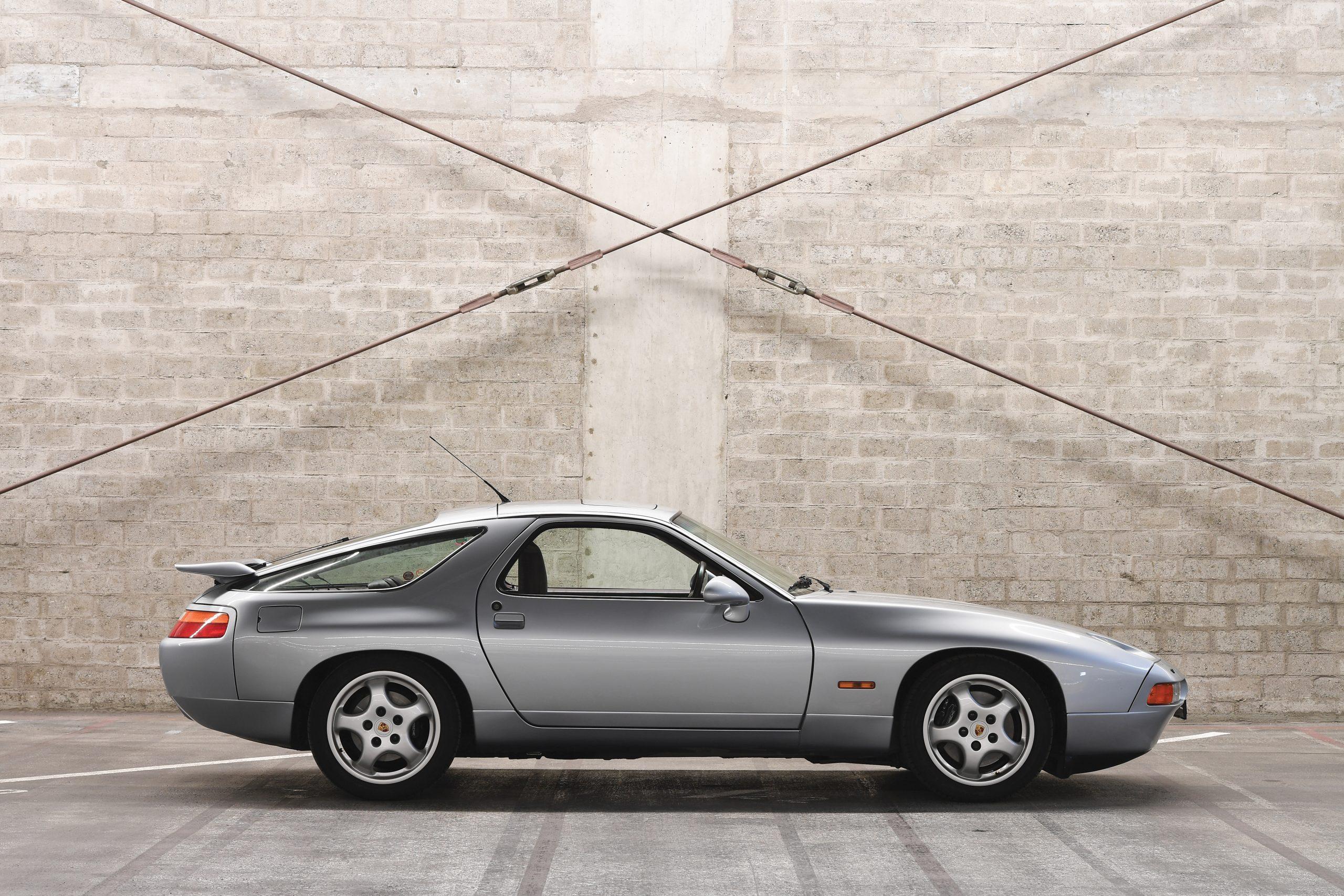 1992 Porsche 928 GTS Side Profile