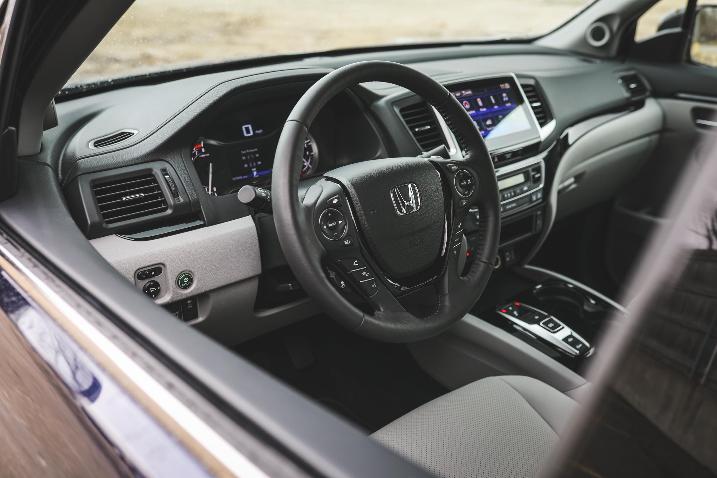 2020 Honda Ridgeline RTL-E steering wheel