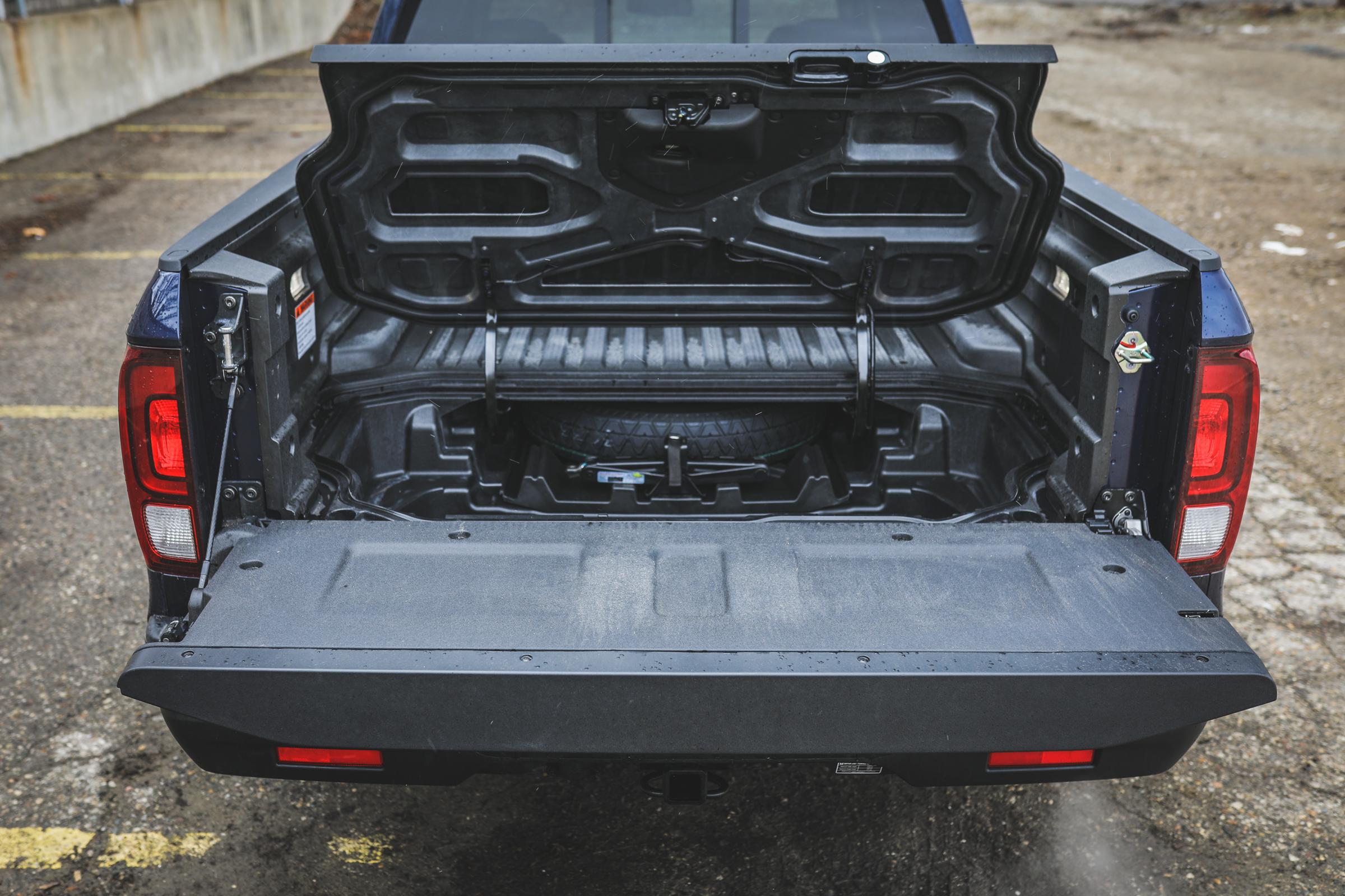 2020 Honda Ridgeline RTL-E tailgate open hidden compartment