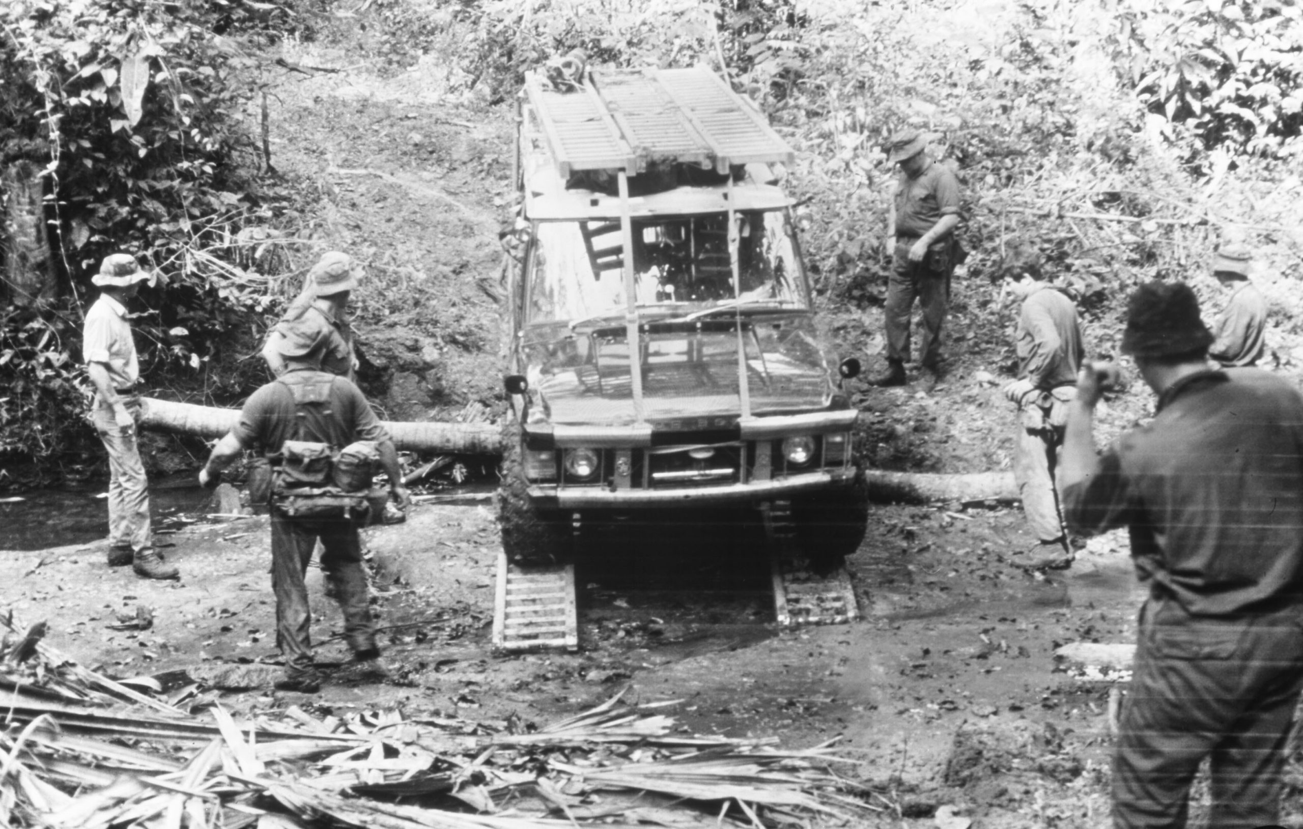 land rover range rover darien gap stream ford
