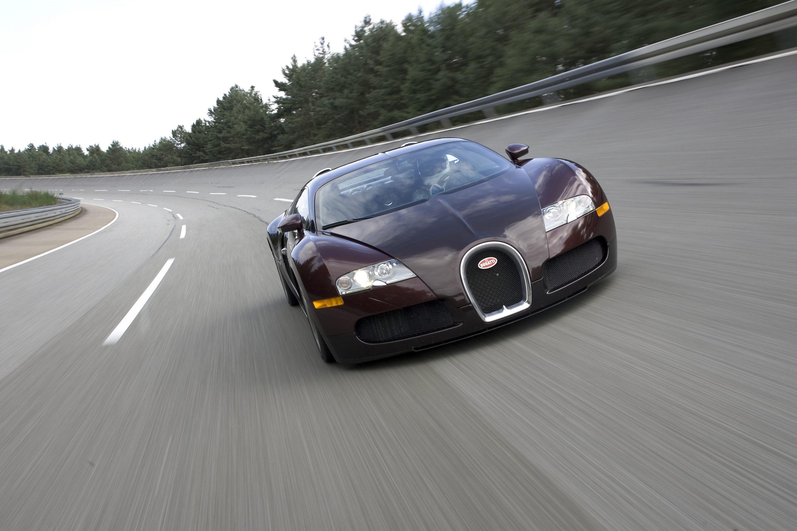 Bugatti Veyron 250 mph front