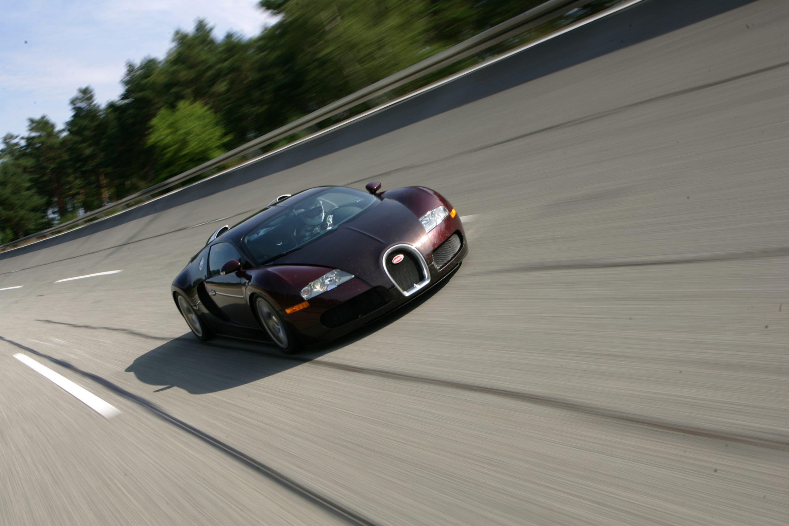 Bugatti Veyron 250 mph front three quarter 2