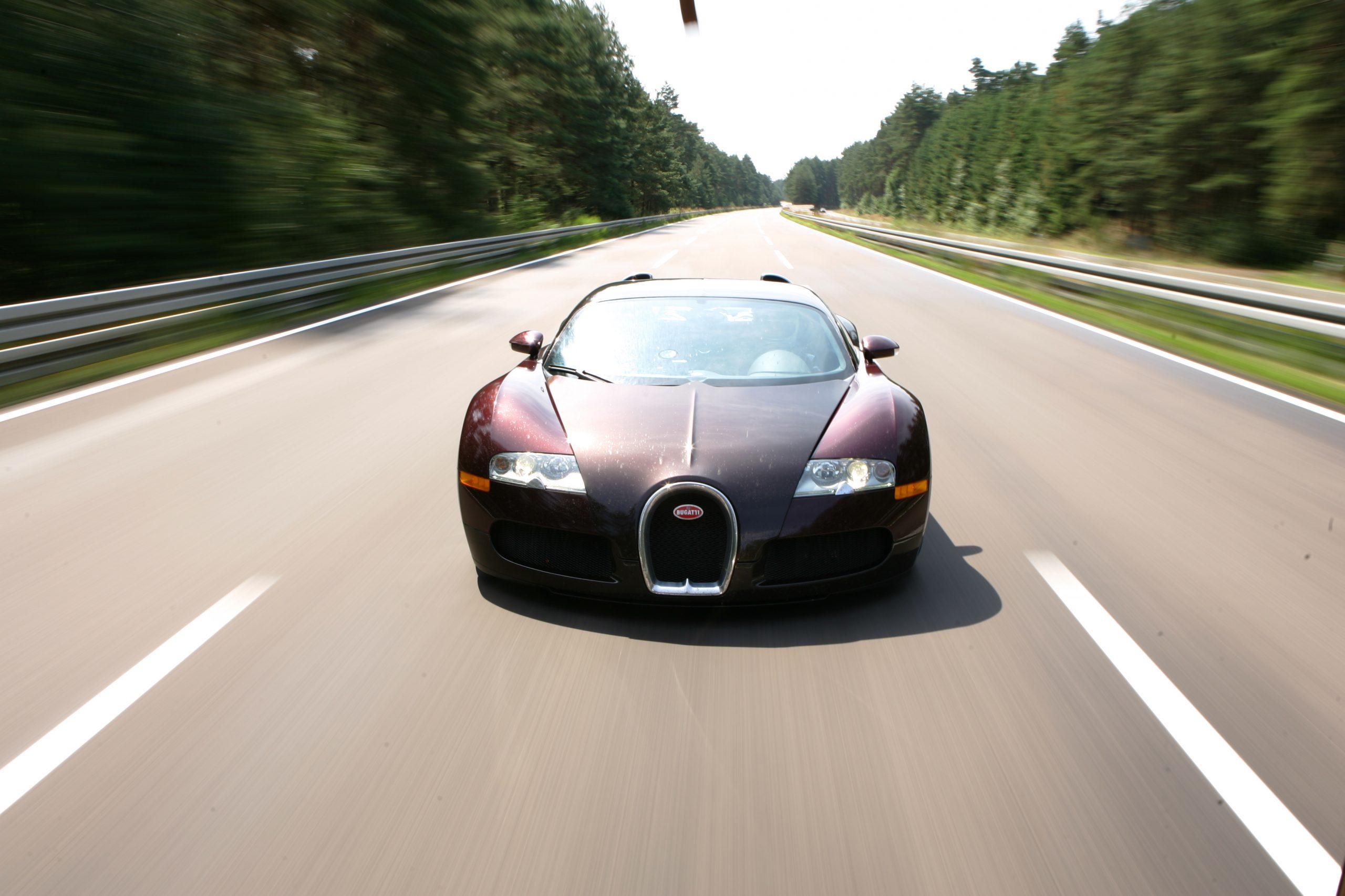 Bugatti Veyron 250 mph front 3