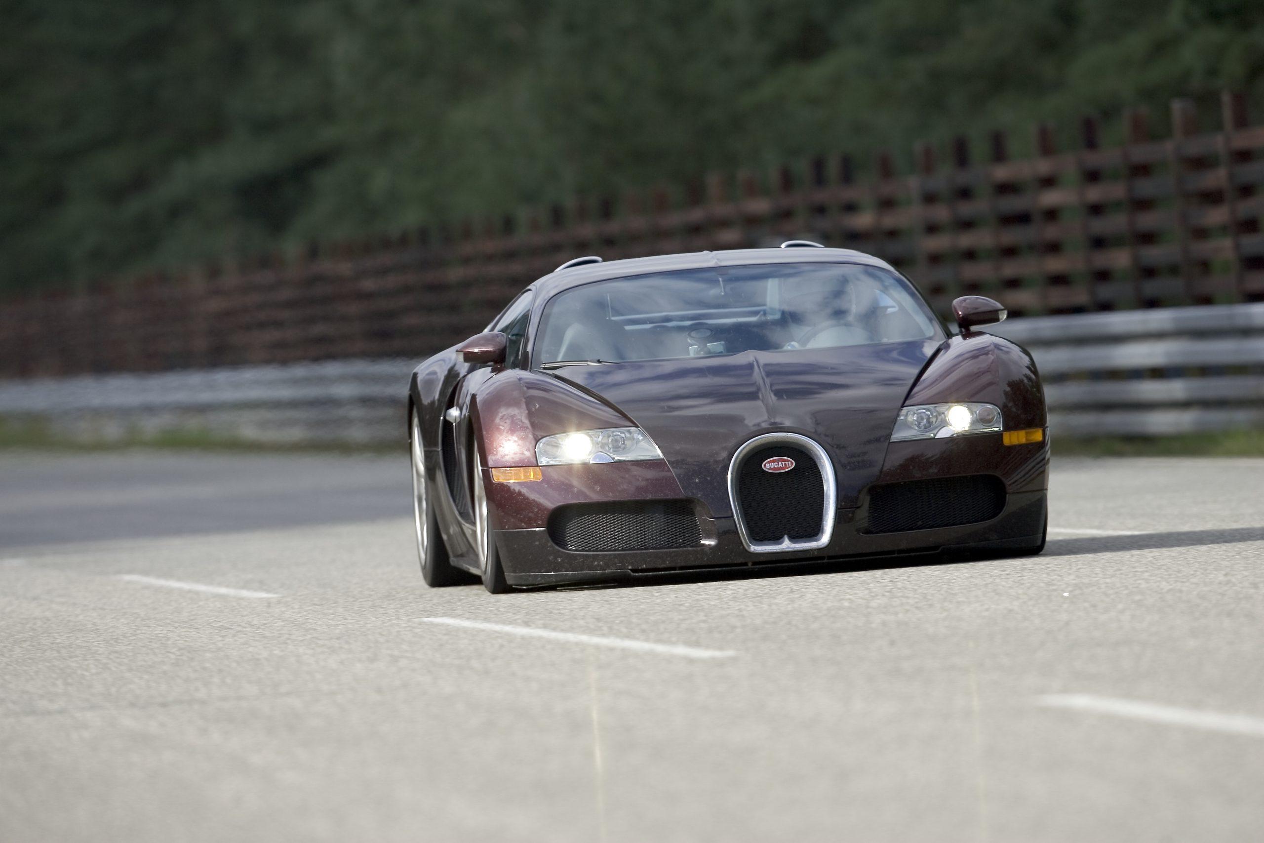 Bugatti Veyron 250 mph front 2