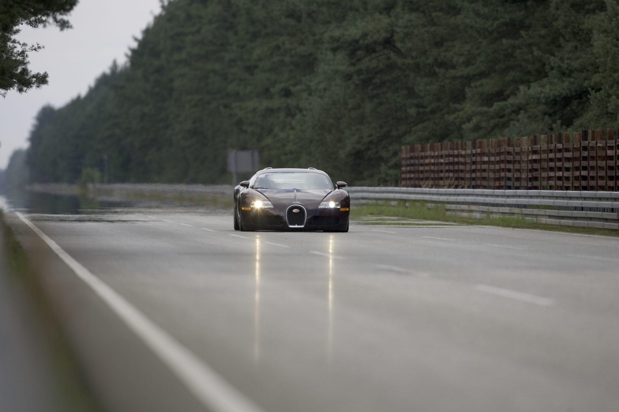 Bugatti Veyron 250 mph distant