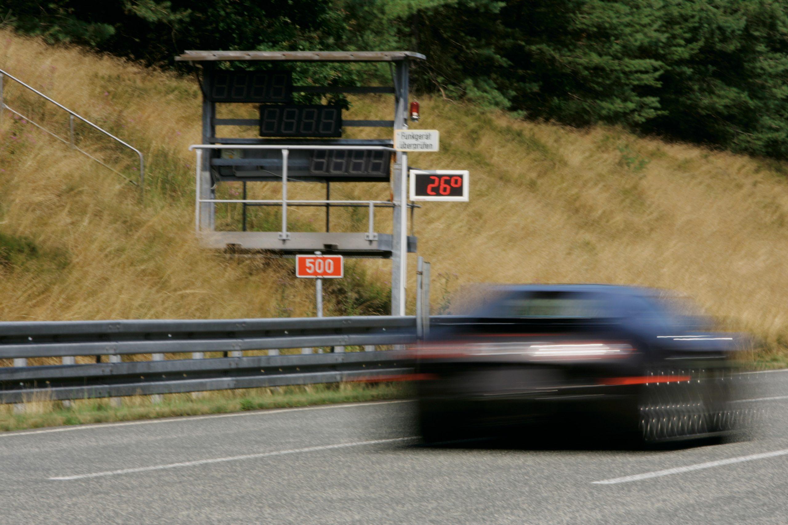Bugatti Veyron 250 mph blur