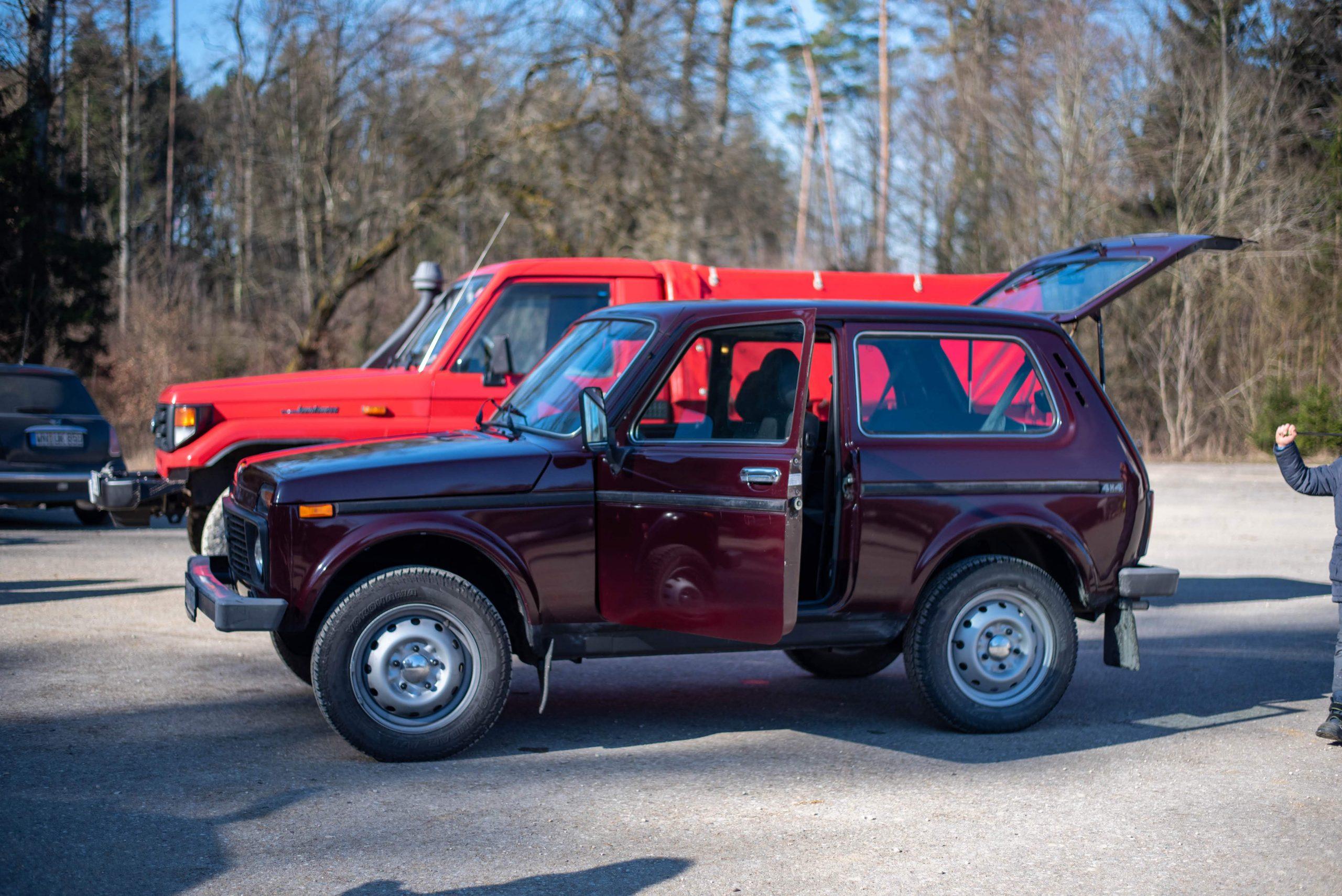 lada niva 4x4 door trunk open profile