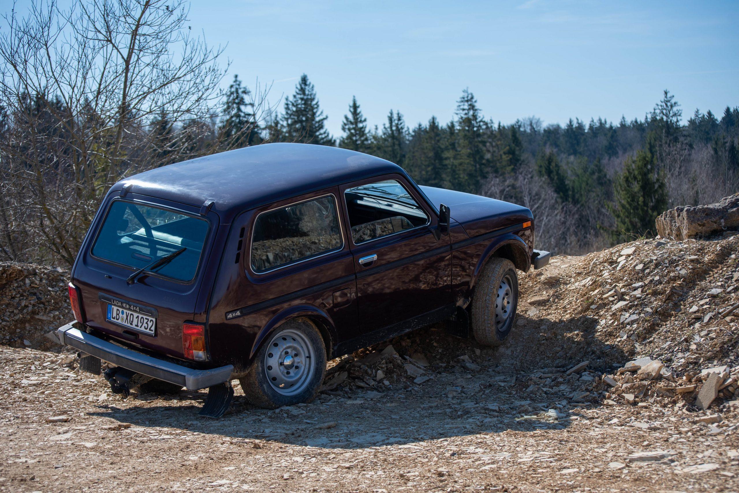 lada niva 4x4 quarry rear three quarter
