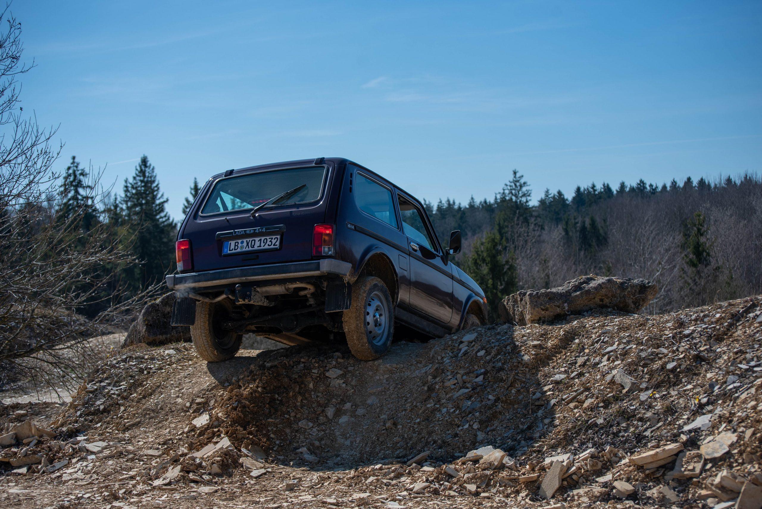 lada niva 4x4 quarry off-road rear