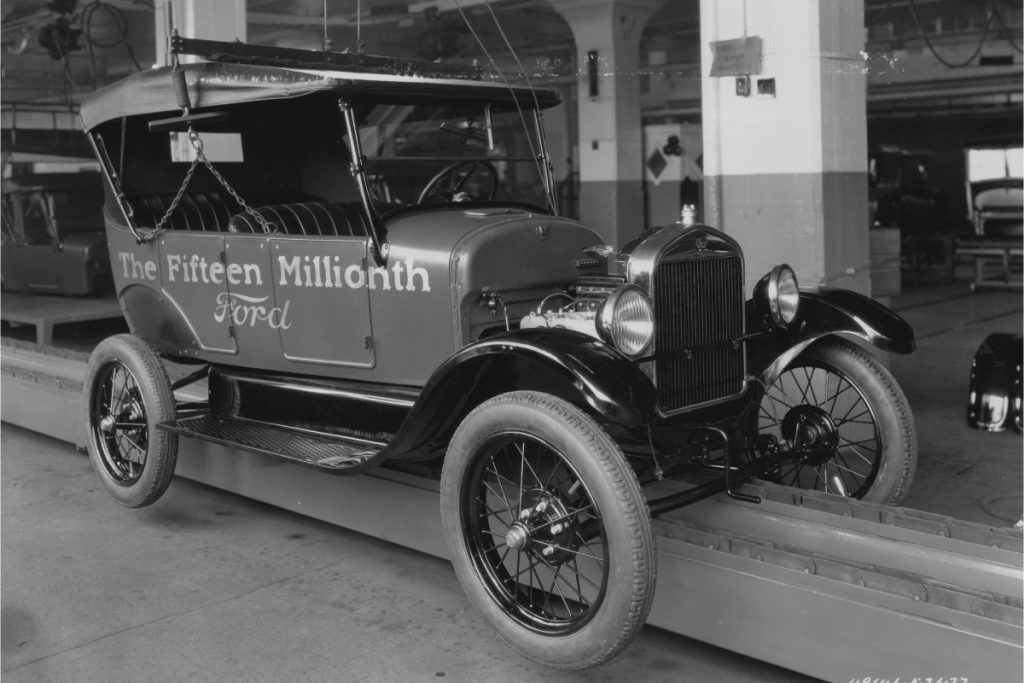 1927 Model T Touring 15 millionth assembly line