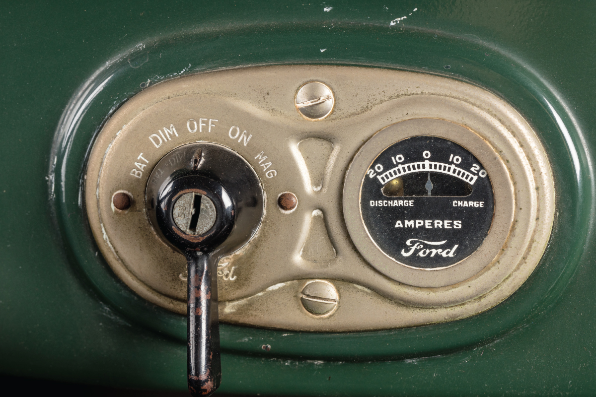 1927 Model T Touring 15 millionth gauges