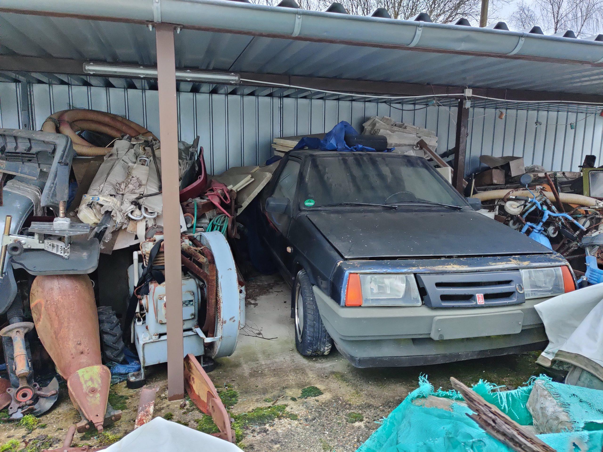 blue lada niva front three quarter junk