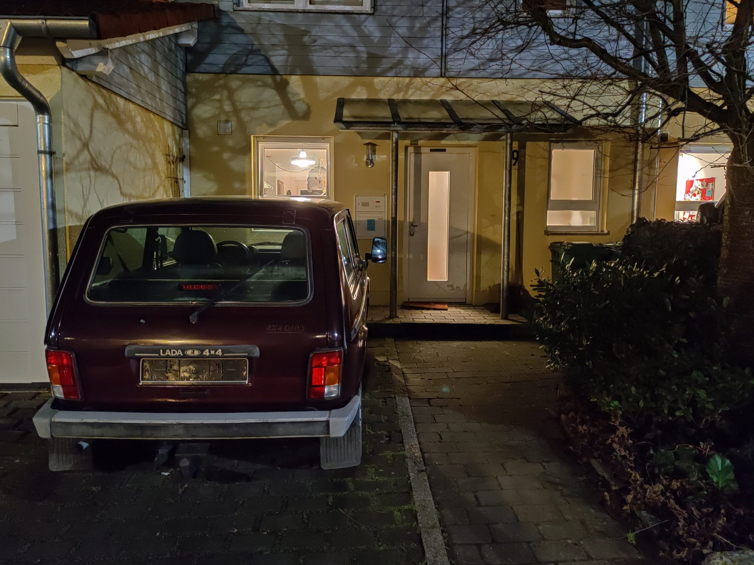 lada niva rear house driveway