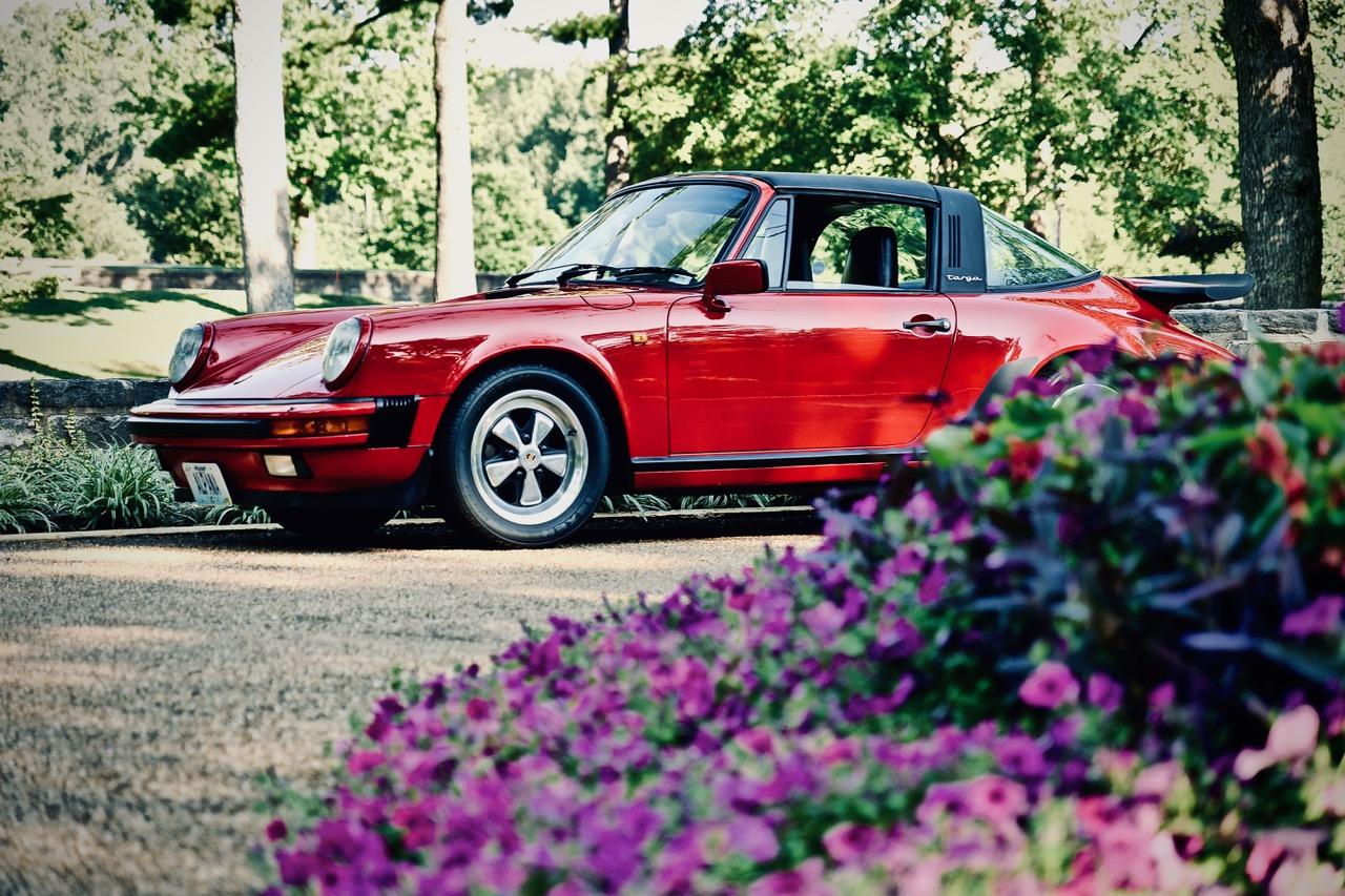 1985 Porsche 911 Carrera Targa flower