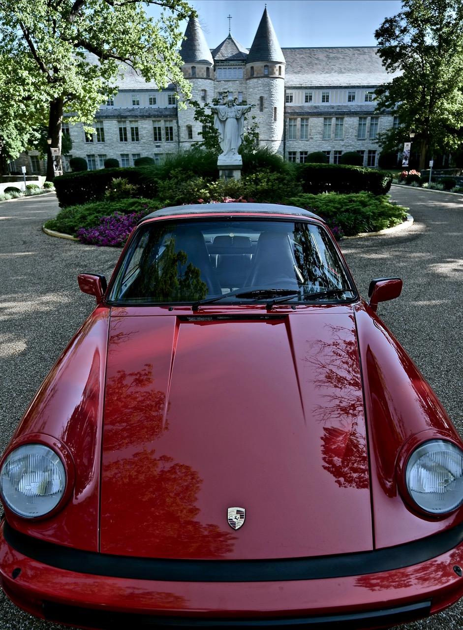 1985 Porsche 911 Carrera Targa courtyard
