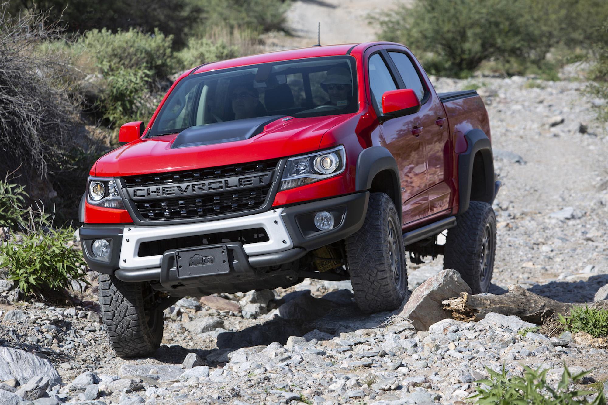 2019 Chevrolet Colorado ZR2 Bison front three-quarter articulation off-road