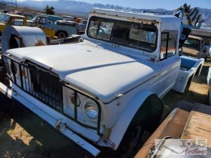 1969 Kaiser Jeep M715 Tow Truck Front Three-Quarter
