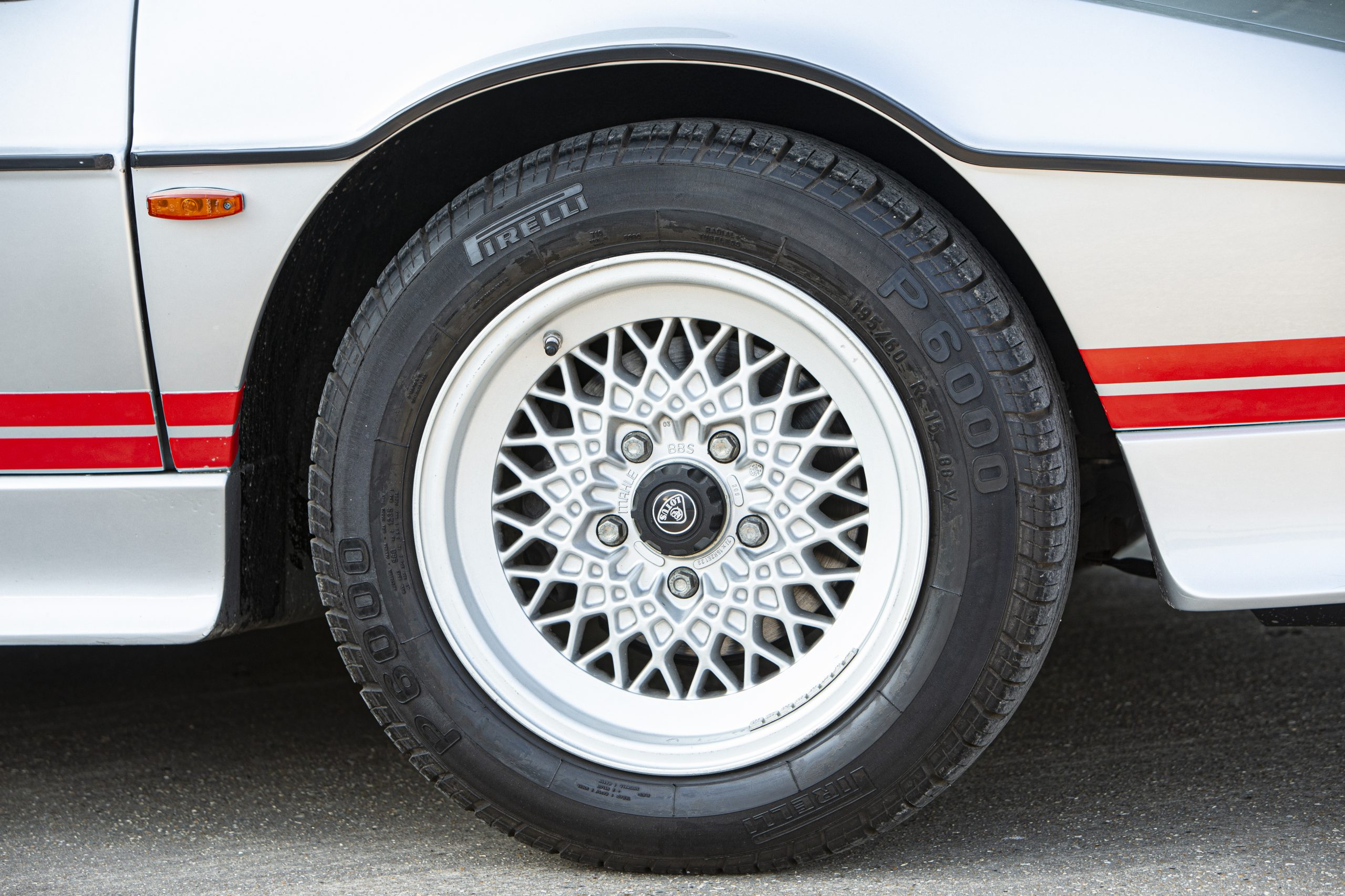 Lotus Espirit Series 3 Turbo Wheel and Tire
