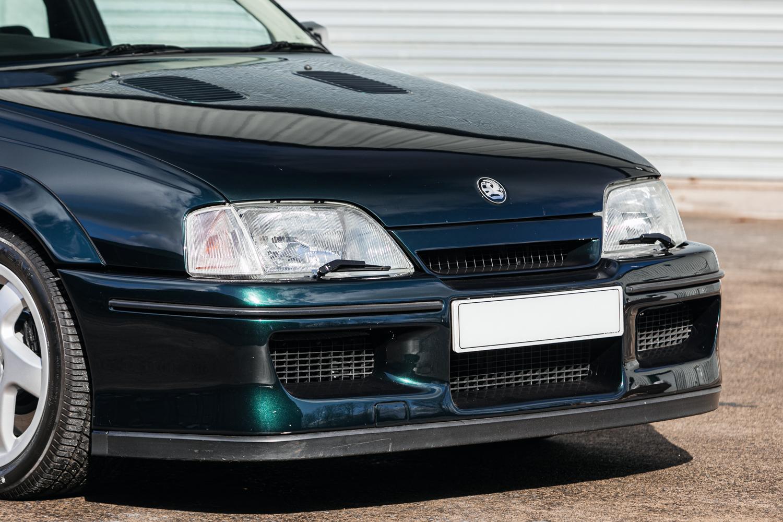 1992 Vauxhall Lotus Carlton Exterior Front Three-Quarter Close Up