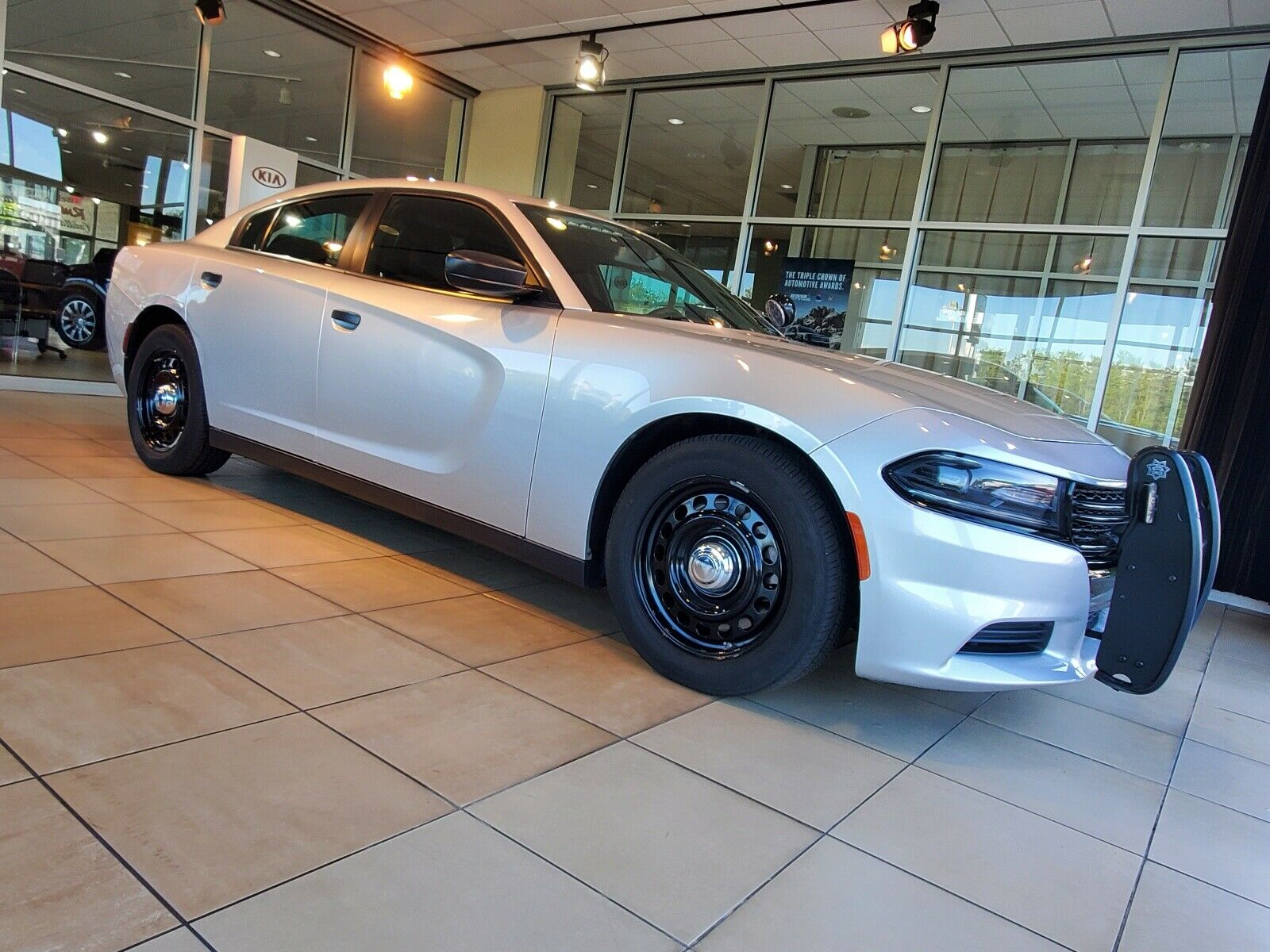 2015 V8 Police Charger Front Three-Quarter