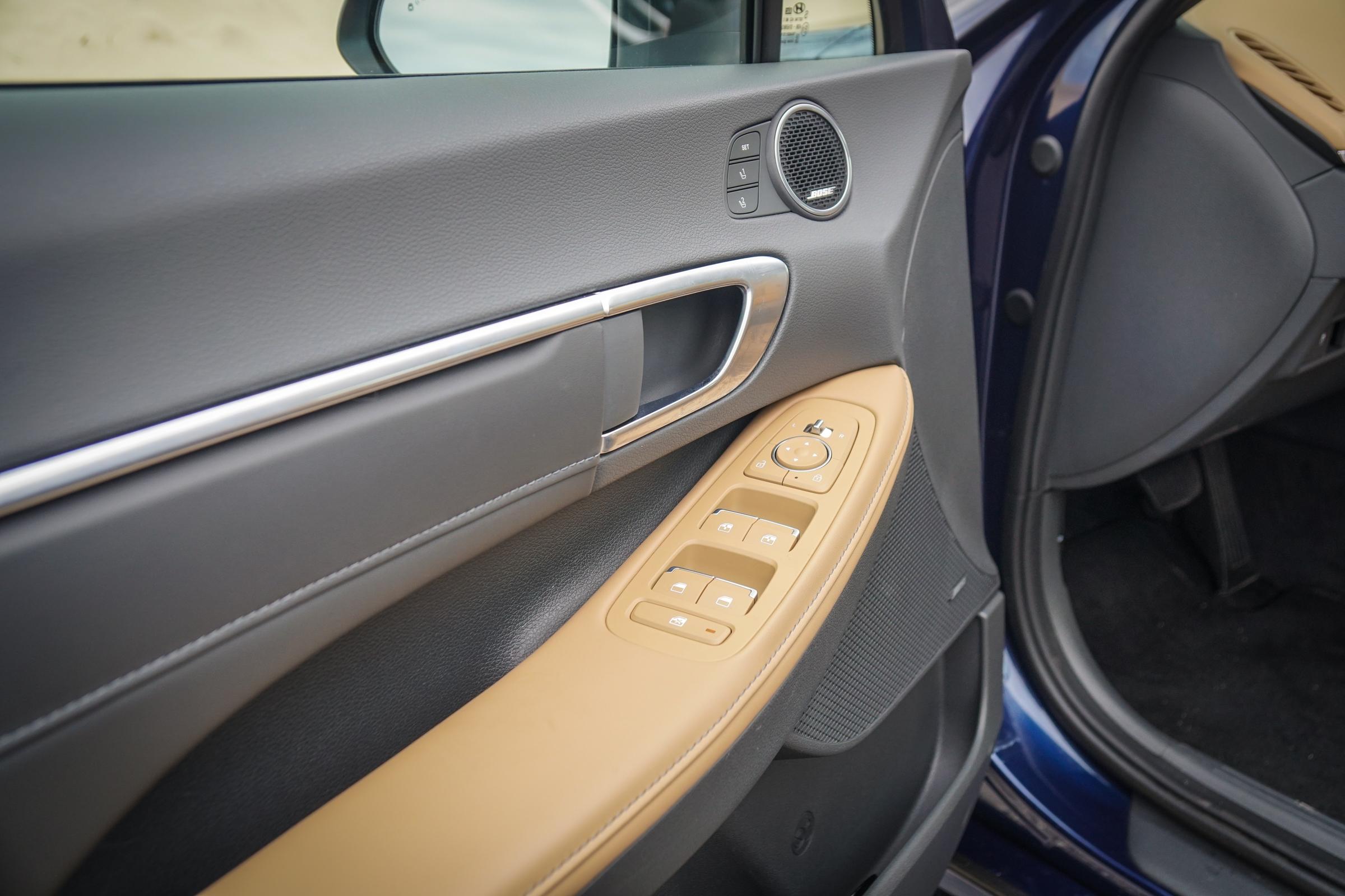 2020 Hyundai Sonata Limited large armrest