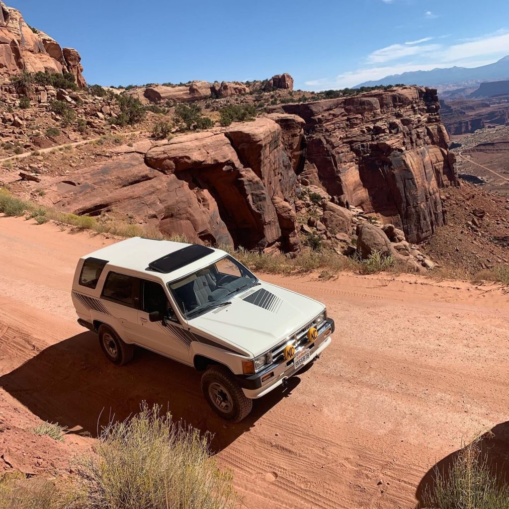 1987 Toyota 4Runner Front three-quarter desert