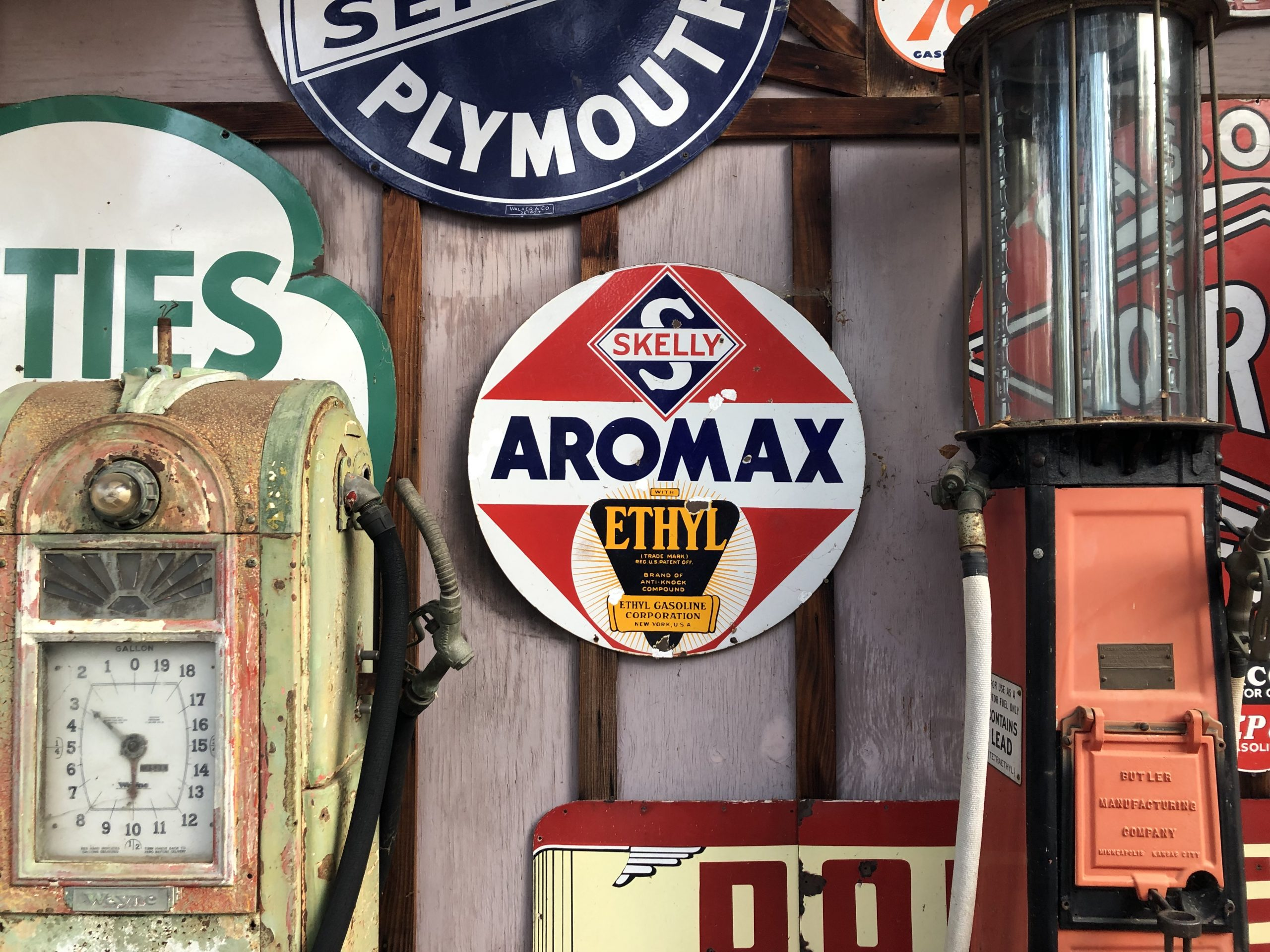 aromax vintage gas sign with pumps