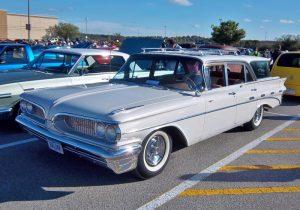 bonneville station wagon front three-quarter