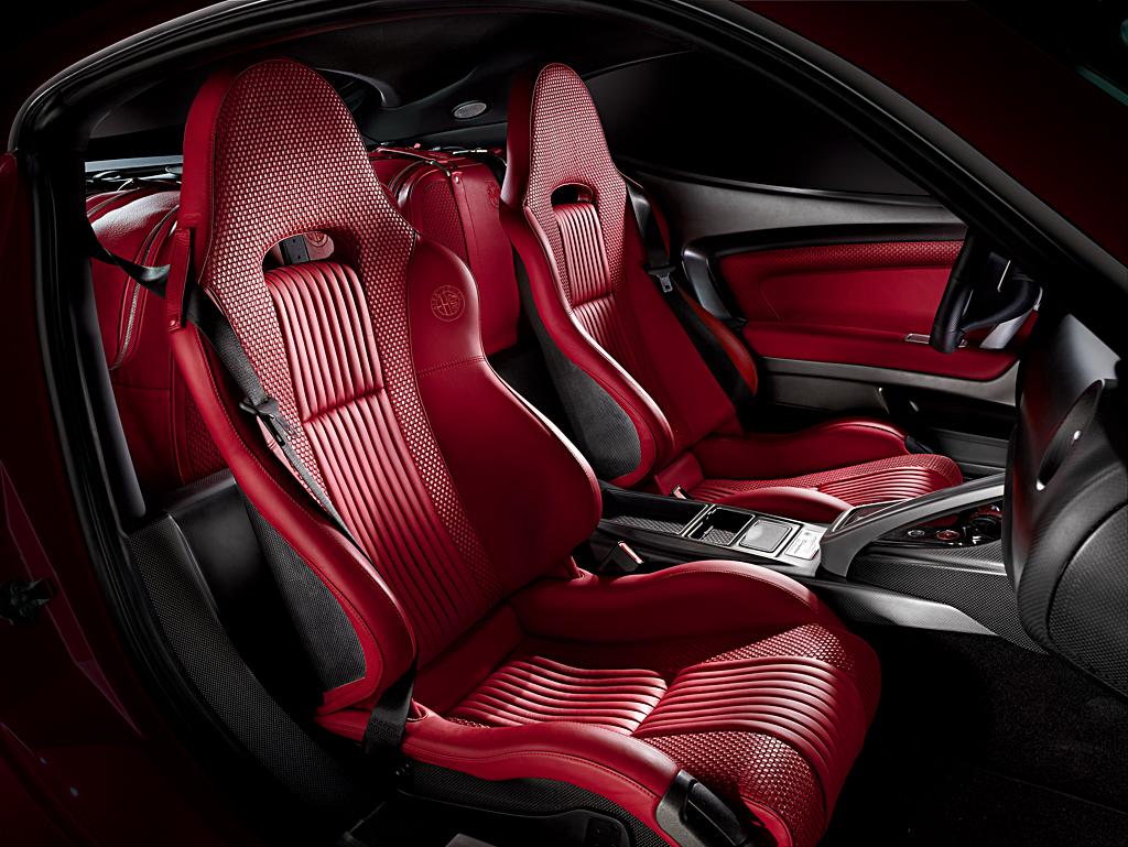 Alfa Romeo 8C Competizione_interior front