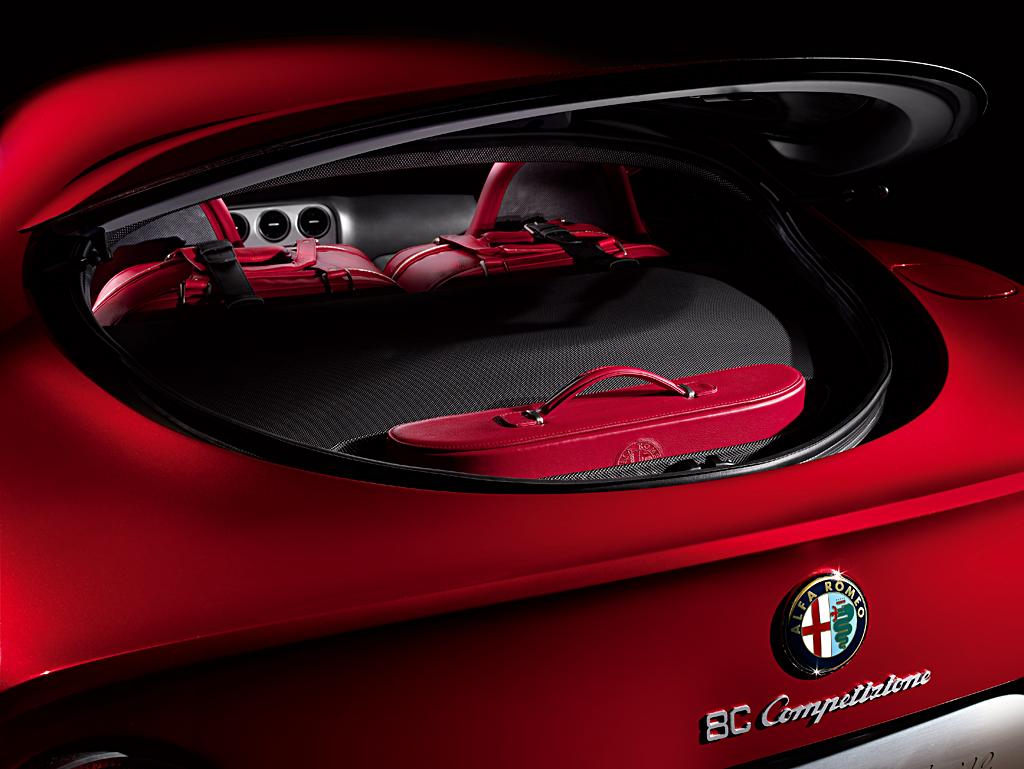 Alfa Romeo 8C Competizione_luggage