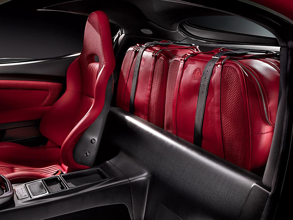 Alfa Romeo 8C Competizione_luggage 2