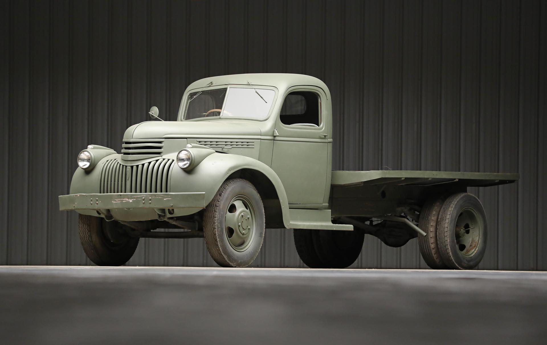 1941 Chevrolet 1543 GS Front Three-Quarter