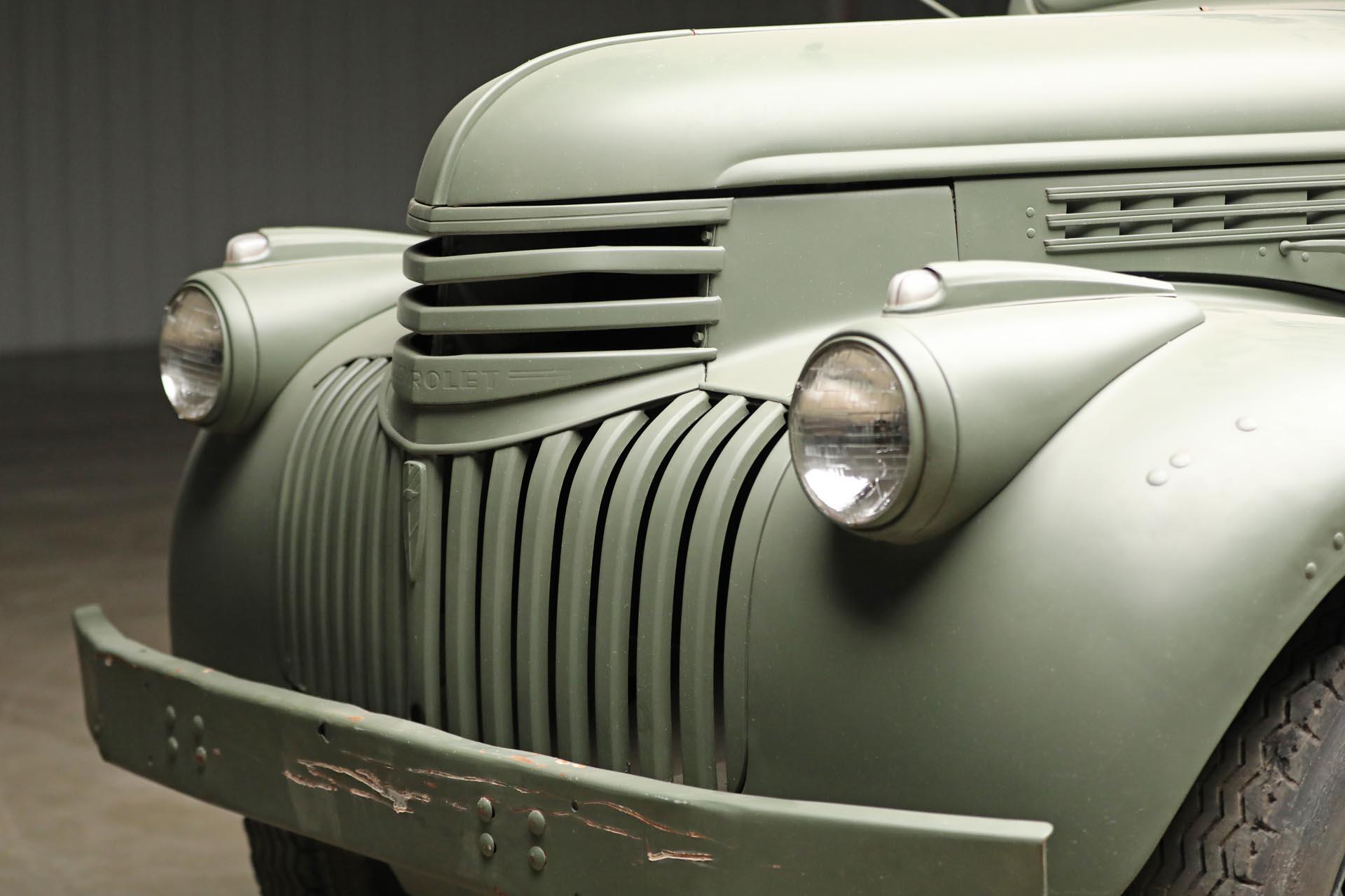1941 Chevrolet 1543 GS Front Three-Quarter Close
