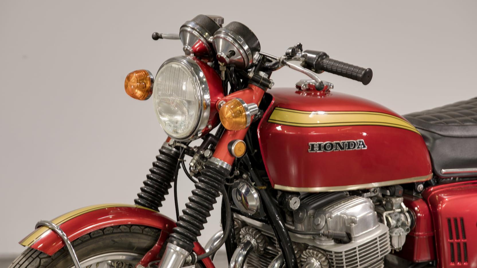 1969 Honda CB750 Sandcast Tank Bars Lights Close