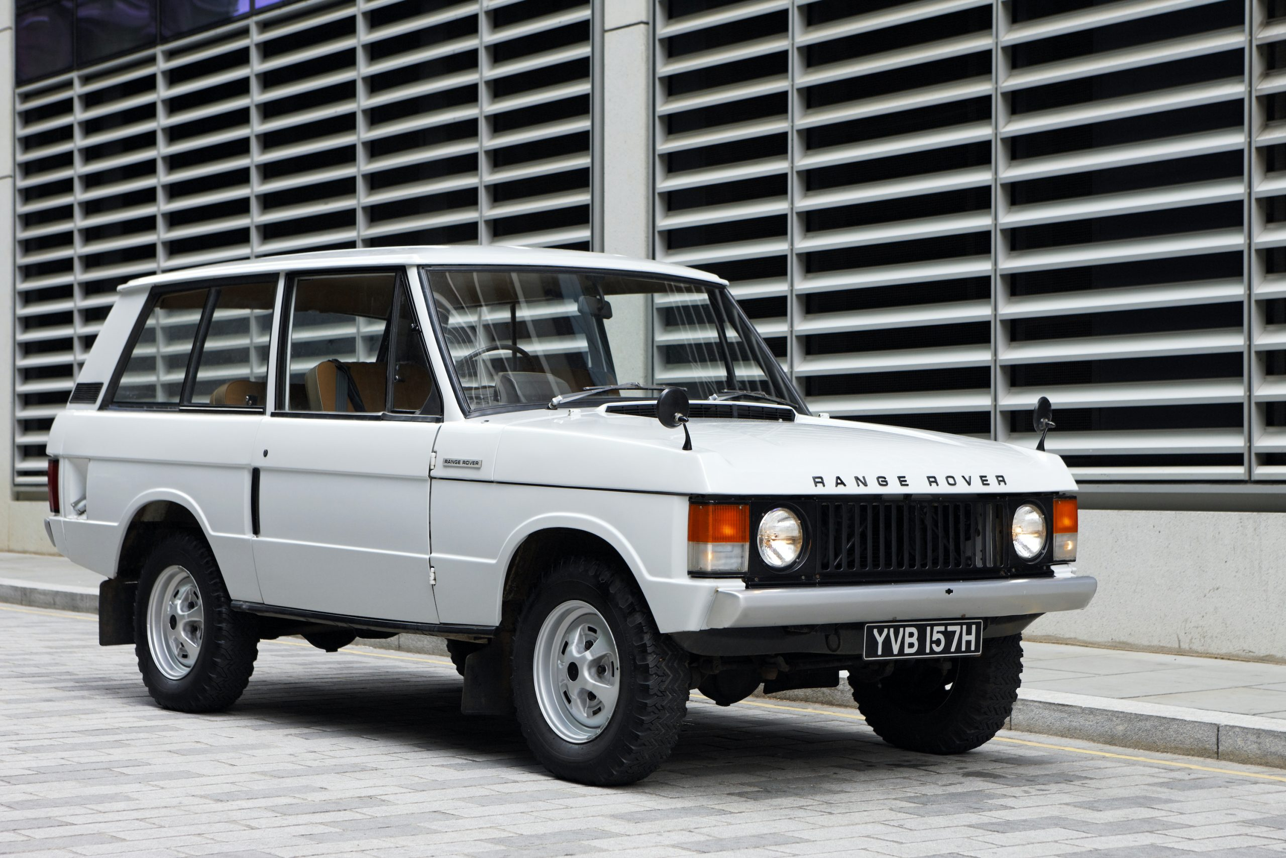 1970 Range Rover Front Three-Quarter Close