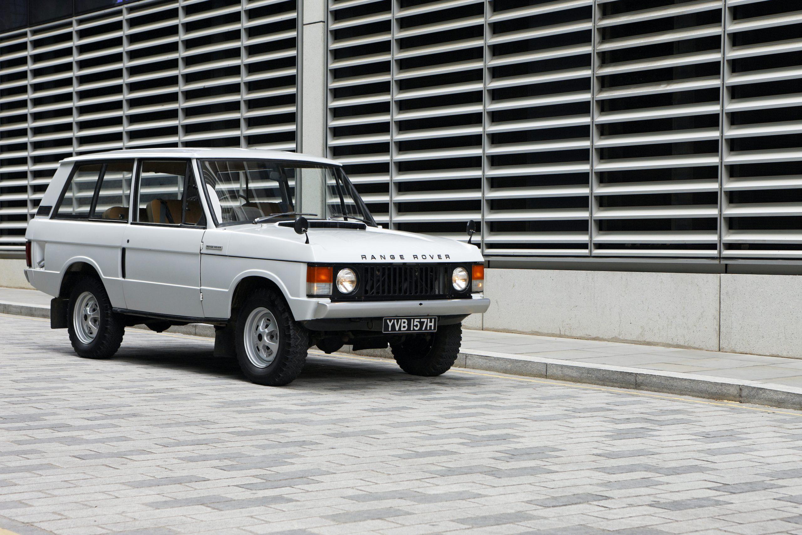 1970 Range Rover Front Three-Quarter