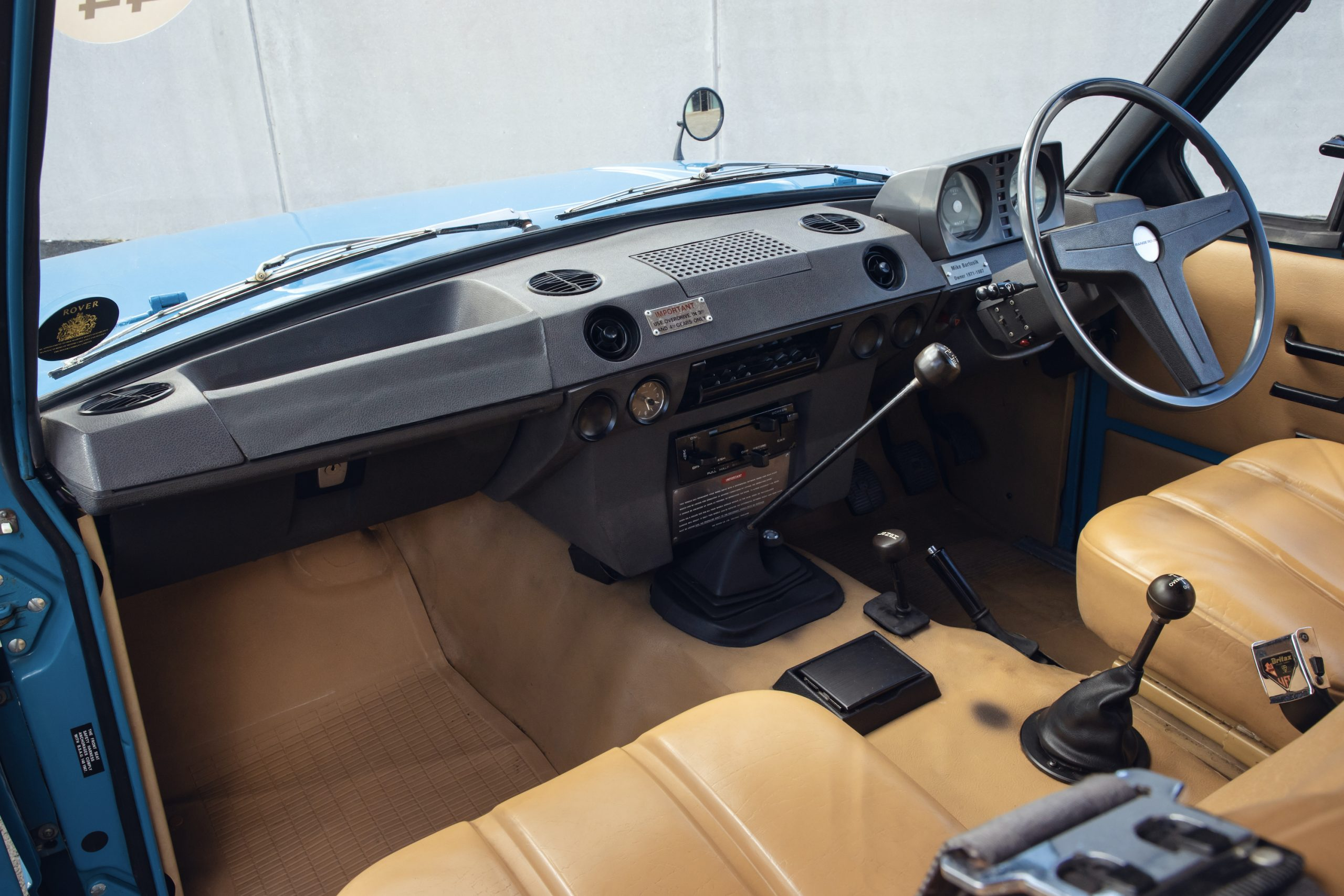 1970 Range Rover Interior Front