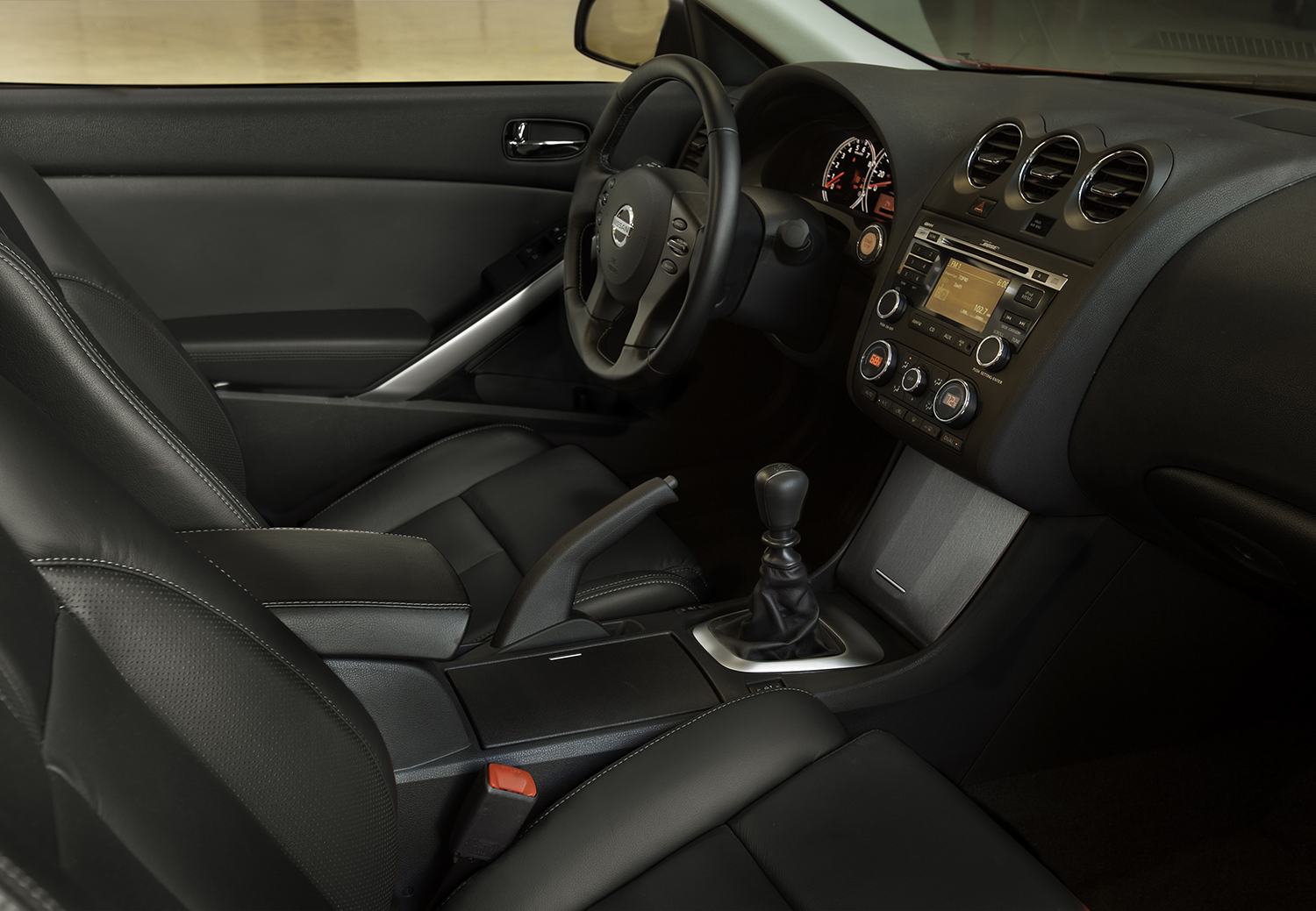 2013 Nissan Altima Coupe Dashboard
