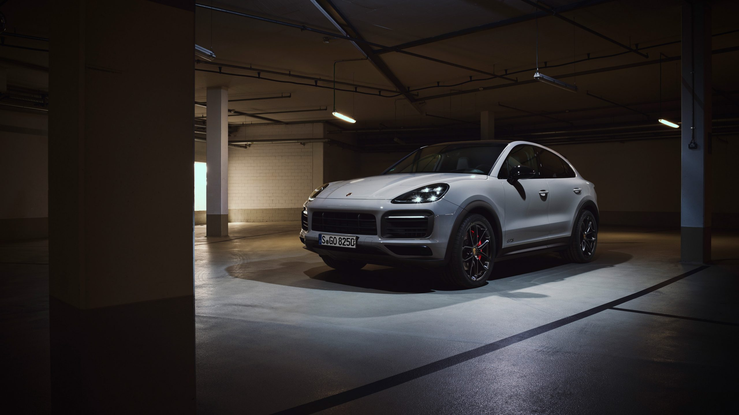 2020 Porsche Cayenne GTS Coupe Front Three-Quarter