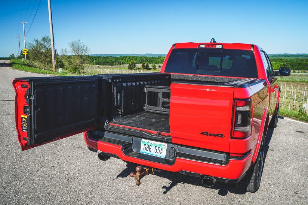 2020 Ram 1500 Laramie split tailgate