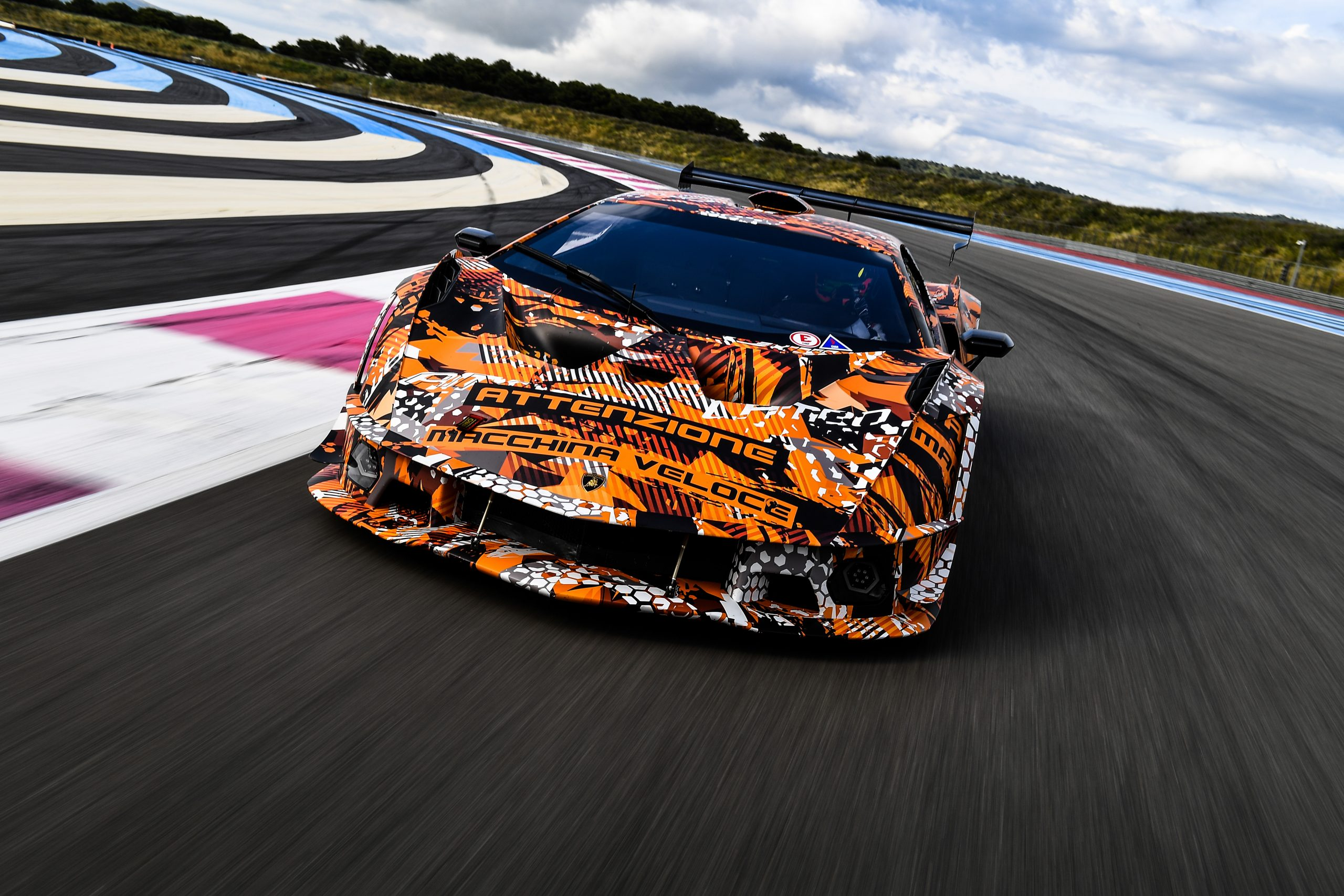 Lamborghini SCV12: Squadra Corse