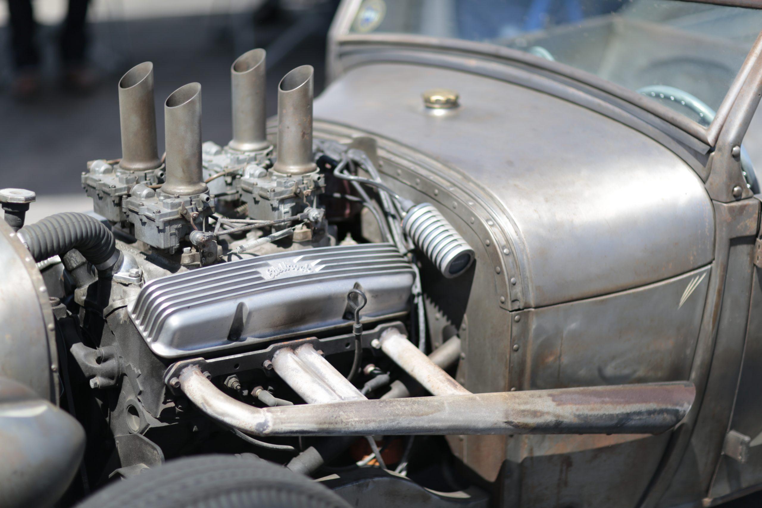 Small-block Chevrolet hot rod Edelbrock finned aluminum valve cover