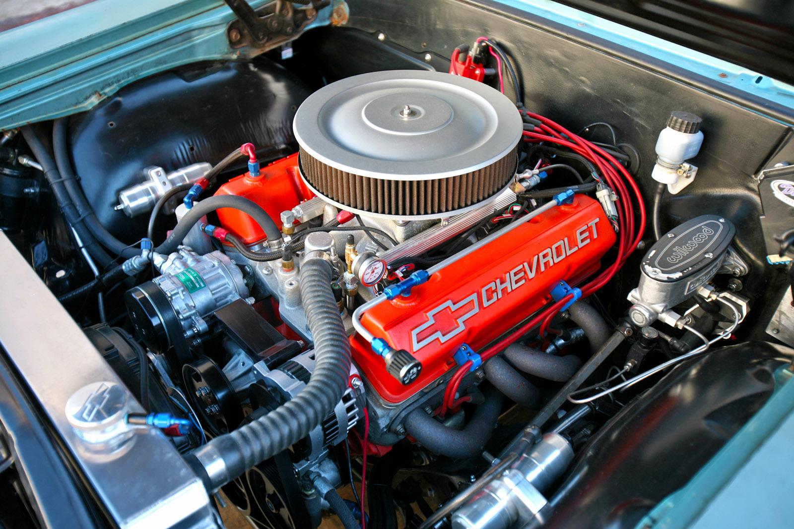 Chevrolet small-block cast aluminum valve cover