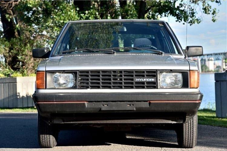Brossard - 1986 Hyundai Pony full front