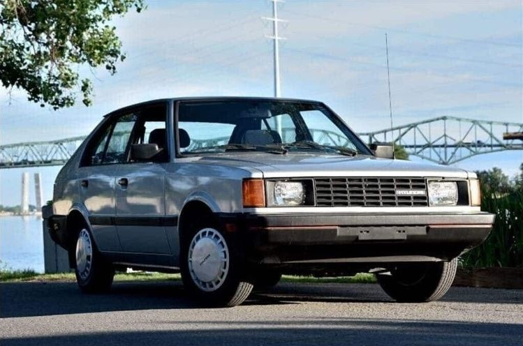 Brossard - 1986 Hyundai Pony - full passenger side