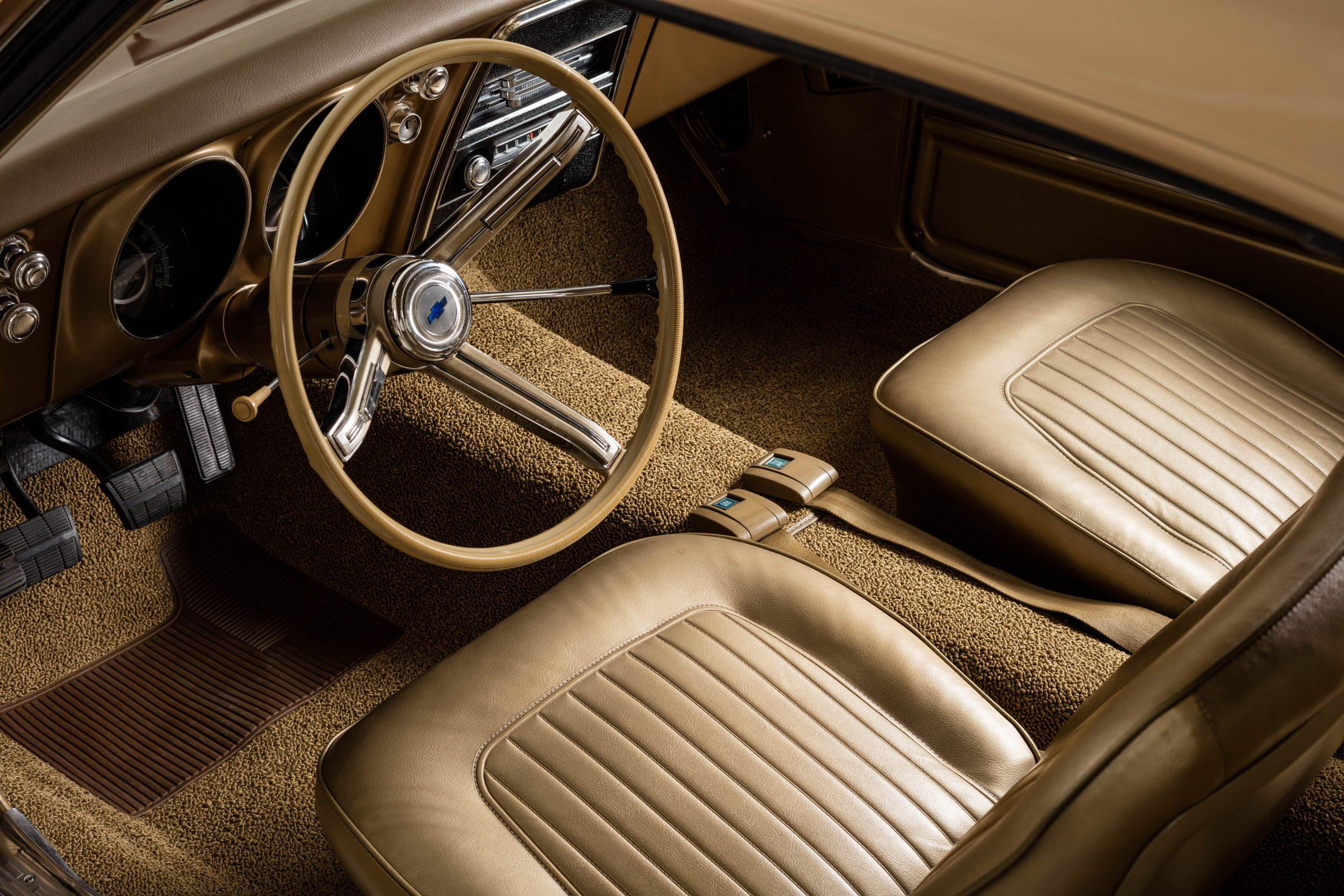 HVA - Chevrolet Camaro N100001 - Interior bucket seats steering wheel