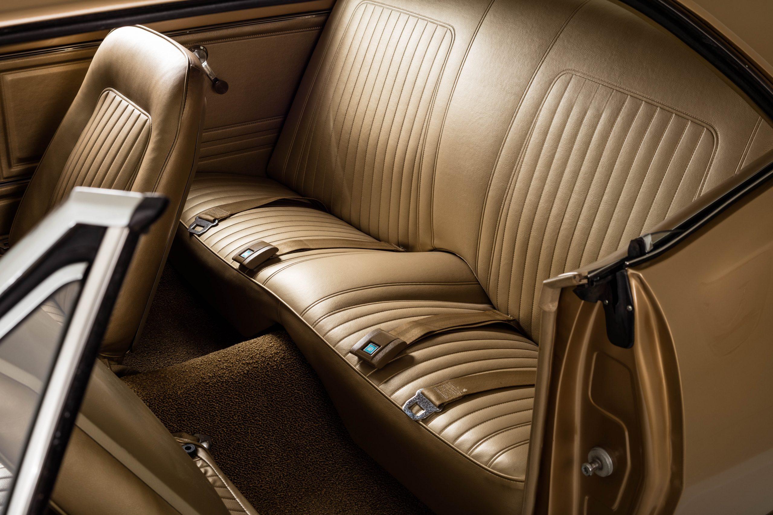 HVA - Chevrolet Camaro N100001 - Interior rear seats